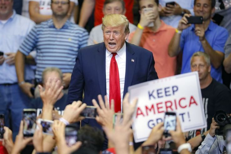 U.S. Pesident Donald Trump appears at a campaign rally at U.S. Bank Arena in Cincinnati in this Aug. 1 file photo. AP-Yonhap