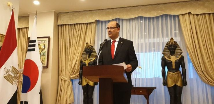 Egyptian Ambassador to Korea Hazem Fahmy delivers a speech during a reception to celebrate the 67th anniversary of the Egyptian Revolution of 1952 at his residence in Hannam-dong, Seoul, July 30. / Korea Times photo by Yi Whan-woo