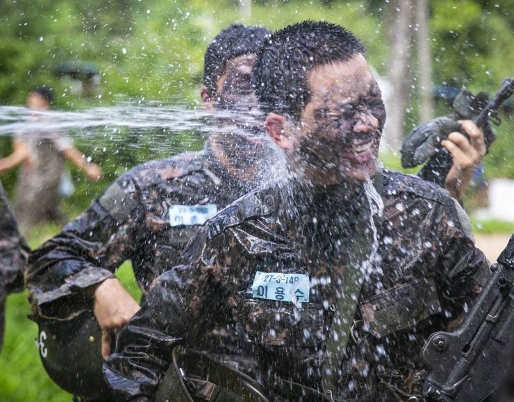 A soldier enjoys waterjet after training at a boot camp in Nonsan, South Chungcheong Province, Thursday, which is 'Ipchu,' the onset of fall. Despite the seasonal change, scorching heat continued and heat wave warnings were issued across the country. The sultry weather is expected to continue for days. /Yonhap