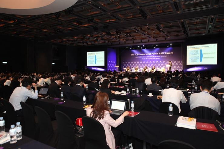 A panel discussion is held during the first International Public Asset Management Company Forum (IPAF) conference in Seoul in this 2013 file photo. / Courtesy of IPAF