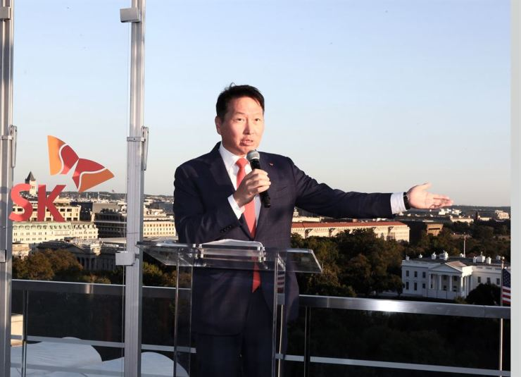 SK Group Chairman Chey Tae-won delivers a speech at SK Night held in Washington D.C., Thursday. Courtesy of SK Group