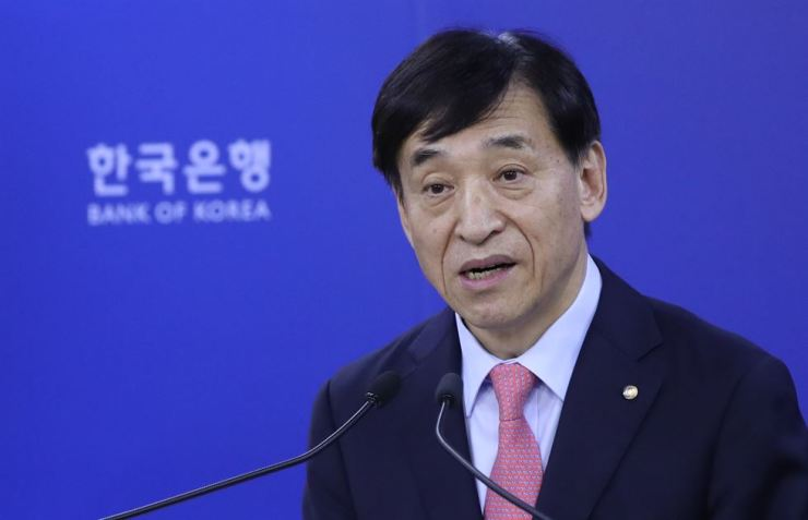 Bank of Korea Governor Lee Ju-yeol speaks during a press conference at the central bank in Seoul in this Aug. 30 file photo. / Yonhap