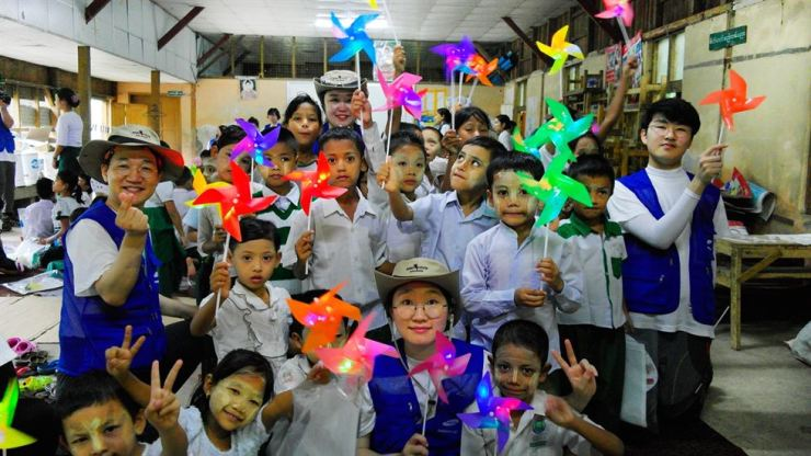 Samsung C&T employees pose for a photo with children after performing CSR activities in Myanmar, Aug.5-8. / Courtesy of Samsung C&T