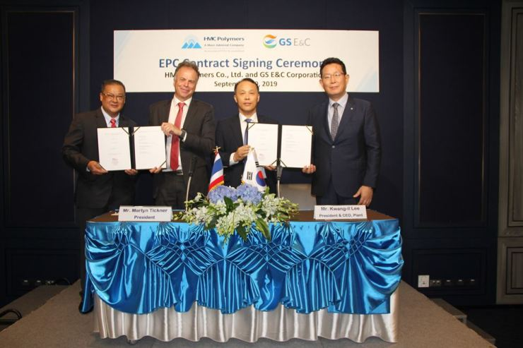 GS E&C Vice President Lee Kwang-il, third from left, poses for a photo with HMC Polymers President Martyn Tickner, second front left, and other company officials after signing a contract for the construction of a polypropylene plant in Thailand, Sept. 10. / Courtesy of GS E&C