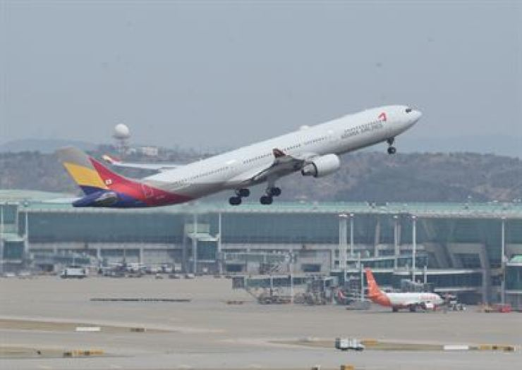 Asiana Airlines' total debt was estimated at around 9 trillion won ($8 billion) in June. / Yonhap