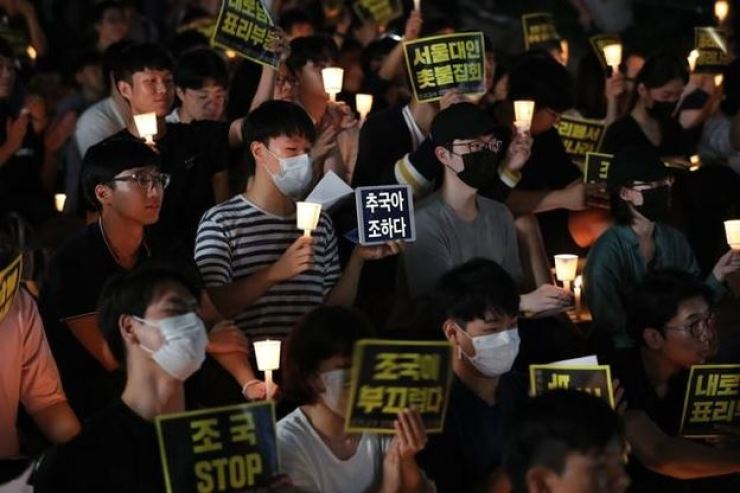 Students at Korea's prestigious universities are to hold candlelight vigils on their campuses in Seoul Thursday night to protest Justice Minister Cho Kuk. Yonhap