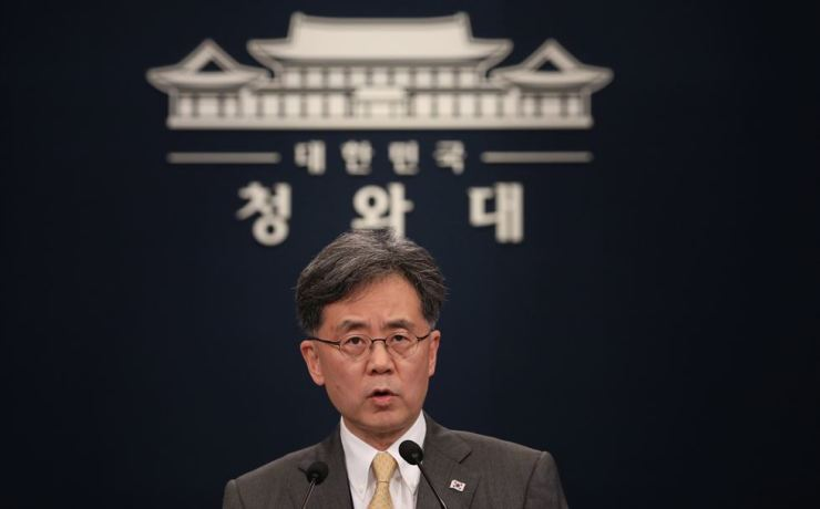 Deputy National Security Adviser Kim Hyun-chong expresses concerns over Japan's export restrictions against South Korea in a televised national addressing at Cheong Wa Dae, Aug. 28. / Yonhap
