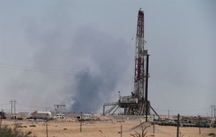 Smoke is seen following a fire at Aramco facility in the eastern city of Abqaiq, Saudi Arabia, September 14, 2019. Reuters-Yonhap