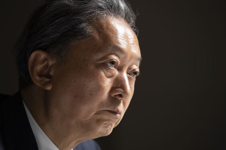 Former Japanese Prime Minister Yukio Hatoyama listens during an exclusive interview with The Korea Times at the newspaper's headquarters in Seoul, Thursday. Korea Times photo by Choi Won-suk