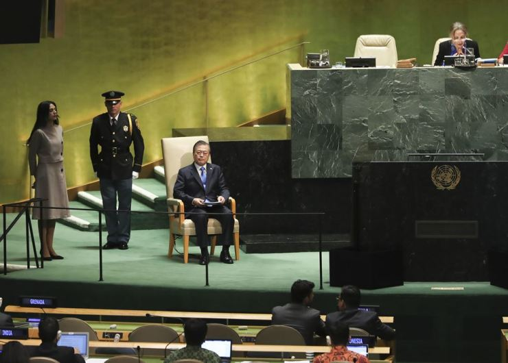 President Moon Jae-in waits to speak at the United Nations General Assembly during his recent trip to New York. Yonhap