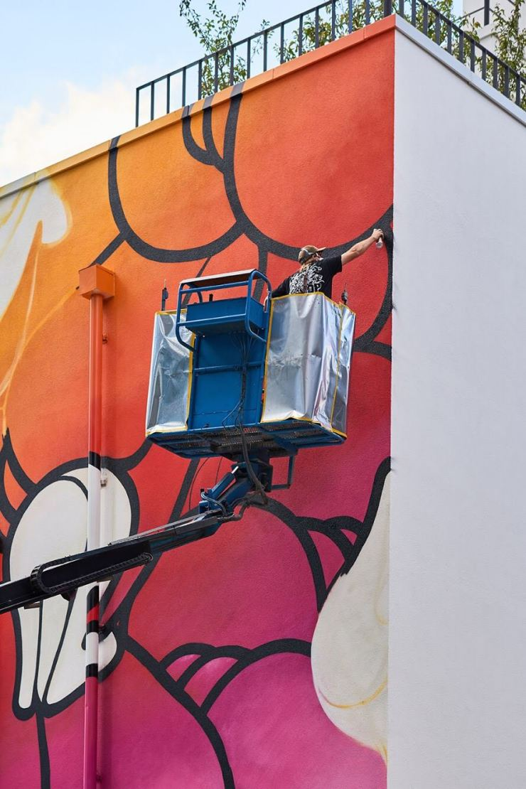 Insa puts the finishing touches on a gigantic mural in Seongsu-dong. / Courtesy of Pilmo Kang