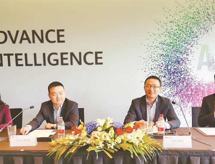 Karl Song, right, president of Huawei's public affairs and communication department, and Huawei Korea CEO Shawn Meng speak during a press conference on the sidelines of Huawei Connect 2019 in Shanghai, Thursday. / Courtesy of Huawei
