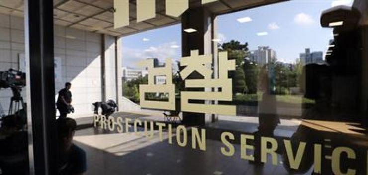 The prosecution has detained Justice Minister Cho Kuk's cousin on charges of embezzlement and and is questioning him over allegations involving the Cho family's suspicious investments. Yonhap