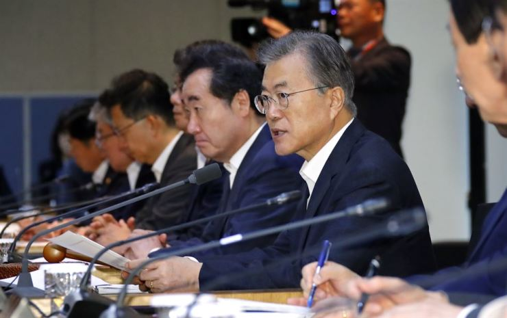 President Moon Jae-in presides over a weekly Cabinet meeting held at the KIST, northern Seoul, Tuesday morning. Yonhap