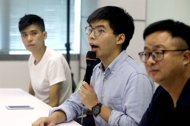 Hong Kong activist Joshua Wong, center, talks to the press with Taiwan Democratic Progressive Party (DPP) Secretary-General Luo Wen-jia, right, after meeting DPP political leaders in Taipei, Taiwan, Tuesday, Sept. 3, 2019. AP-Yonhap