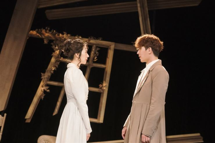 Kim Ji-hyun, left, as Lizzy and Lee Dong-ha as Mr. Darcy in the play 'Pride and Prejudice' / Courtesy of Dal Company