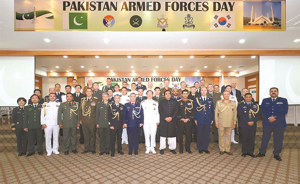 Defense Attache Col. Naveed Ahmed Abbassi at the Embassy of Pakistan in Seoul delivers a speech during a celebration of Pakistan's Defense Day at the Army Club of the Ministry of National Defense in Yonsan-gu, central Seoul, Sept. 9. / Embassy of Pakistan