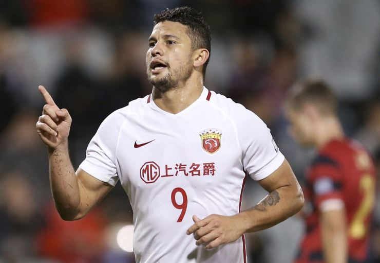 Then Shanghai SIPG's Elkeson celebrates after scoring against Western Sydney Wanderers during their Asian Football Confederation Champions League soccer match in Sydney in this May 10, 2017 file photo. Brazilian-born striker Elkeson, now known as Ai Kesen in China, is the talk of Asian soccer after becoming the first player of non-Chinese heritage to be selected for the China national team. AP-Yonhap