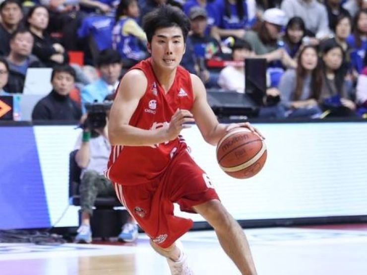 Professional basketball player Chung Jae-hong died of cardiac arrest on Tuesday night. He was 33. Korea Times file