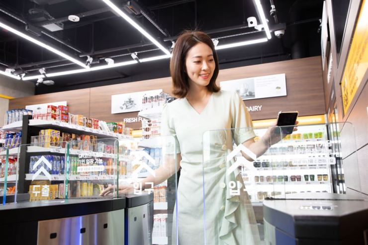 A model enters the cashierless, automated emart24 store located at Shinsegae I&C's new data center in Gimpo, Gyeonggi Province. / Courtesy of Shinsegae I&C