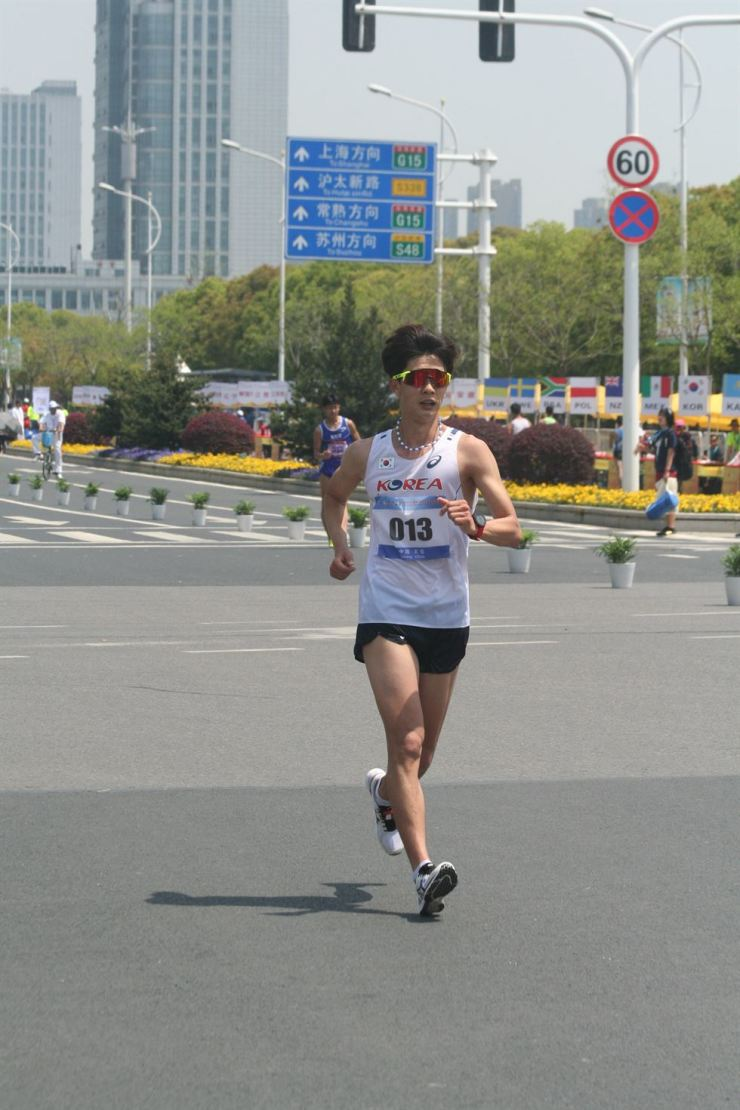 Kim Hyun-sub competes at the IAAF Racewalking Challenge in China in May 2017. / Courtesy of Samsung Electronics Athletic Club