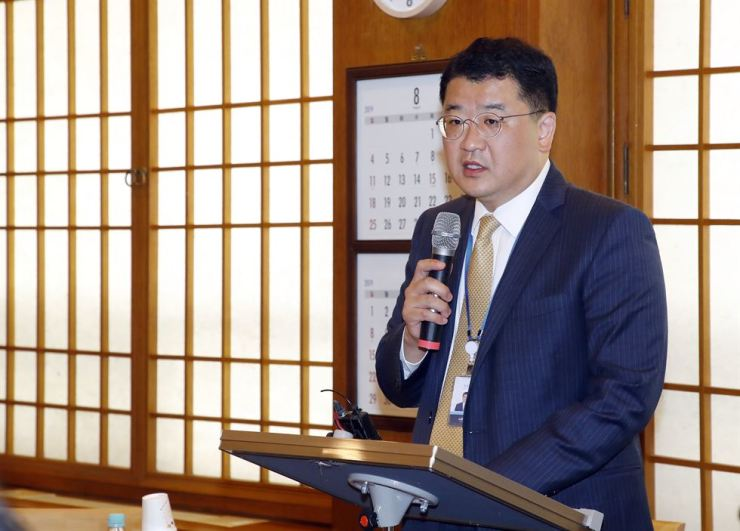 Choi Jong-kun, presidential secretary for peace planning, speaks during a briefing at Cheong Wa Dae, Thursday. Yonhap