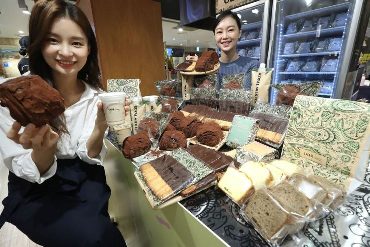 Models promote bread and drink products from Our Bakery at Lotte Department Store in downtown Seoul, Monday. Our Bakery is a popular cafe and bakery on Garosu-gil in Sinsa-dong, and Lotte Department Store provides a packaged version of the bakery's s popular breads and drinks. Yonhap