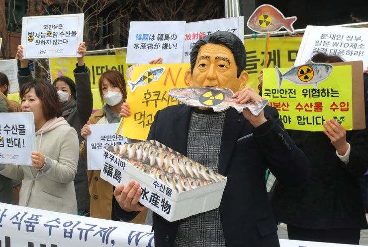 Korean protesters blast Japanese Prime Minister Shinzo Abe in front of the Japanese Embassy in Seoul, March 19, calling on the government to restrict imports of Japanese seafood. Korea Times file