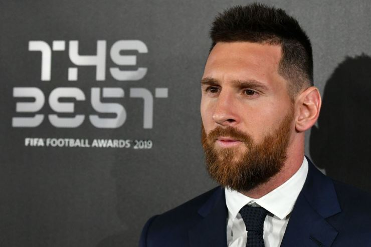 Argentina and Barcelona forward Lionel Messi arrives for The Best FIFA Football Awards ceremony at Teatro alla Scala in Milan, Italy, Monday. /AFP-Yonhap