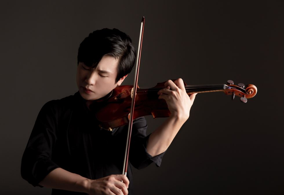 Violinist Kim Dong-hyun, 19, is one of rising classical music stars of Korea. Courtesy of Korean Symphony Orchestra