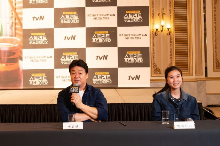 Star chef Baek Jong-won, left, speaks at a press conference for 'Street Food Fighter 2' at the Imperial Palace Hotel in southern Seoul on Friday. The director, Park Hee-yeon, also joined the conference. / Courtesy of CJ ENM