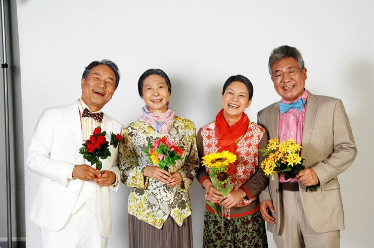 From left, actors Kim Myung-gon, Cha Yoo-kyoung, Lee Hwa-young and Chung Han-young pose for a photo. The play 'A Story of an Old Couple' will be performed from Sept. 21 to Oct. 13 at Jayu Theater at the Seoul Arts Center. Courtesy of Seoul Arts Center
