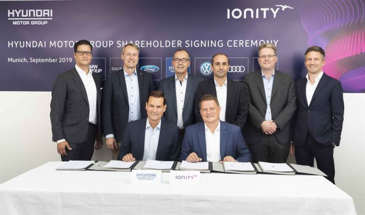 Hyundai Motor Group Executive Vice President Thomas Schemera, front row left, and IONITY CEO Michael Hajesch, front row right, pose for a photo with officials from BMW, Mercedes-Benz, Ford and Porsche after signing a strategic partnership agreement at IONITY's headquarters in Munich, Germany, Sept. 6. / Courtesy of Hyundai Motor Group