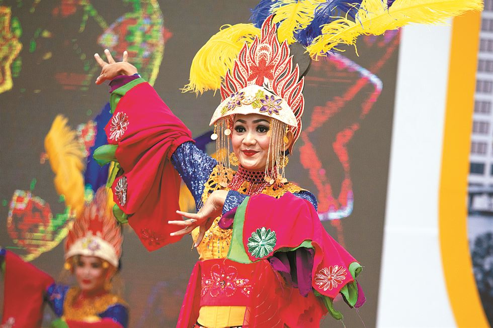 Balinese dancers perform during the opening ceremony of Festival Indonesia 2019 at Cheonggye Plaza in downtown Seoul, Sept. 20. / Korea Times photo by Choi Won-suk