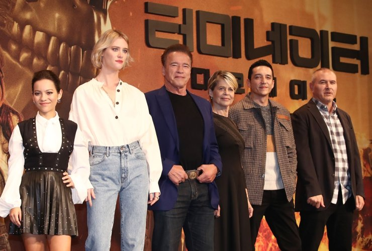 The cast of film 'Terminator: Dark Fate,' from left, Natalia Reyes, Mackenzie Davis, Arnold Schwarzenegger, Linda Hamilton and Gabriel Luna, and director Tim Miller pose during a media conference for the film, held at the Four Seasons Hotel in Jongno-gu, Seoul, Monday. Yonhap