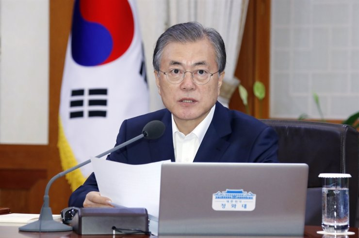 President Moon Jae-in speaks before the start of a weekly Cabinet meeting at Cheong Wa Dae, Tuesday. Yonhap