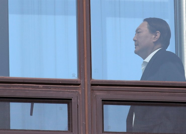 Prosecutor-General Yoon Seok-youl heads to a cafeteria at the Supreme Prosecutors' Office in Seoul, Tuesday. / Yonhap