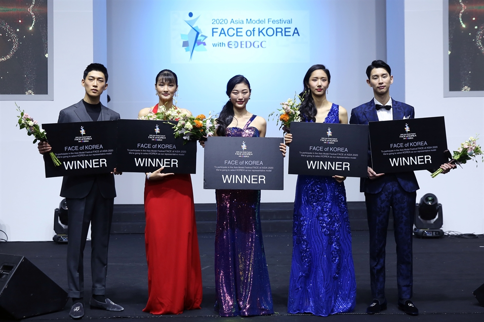 'FACE of Korea' female contestants walk down the runway for the dress show audition. Courtesy of AMFOC