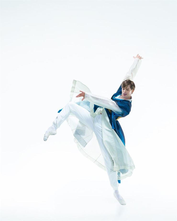 Vladimir Shklyarov of Mariinsky Ballet takes on the lead role of Mongryong in the Universal Ballet Company's original ballet 'The Love of Chunhyang' through Sunday. Courtesy of UBC/2019-10-03(코리아타임스)