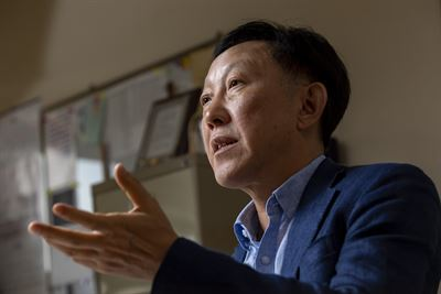 Seoul National University Economics professor Lee In-ho, who will take the helm of the Korea Economic Association from February, speaks during a recent interview with The Korea Times at his office in Seoul. / Korea Times photo by Shim Hyun-chul