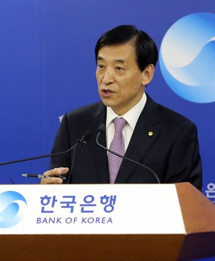 Bank of Korea (BOK) Governor Lee Ju-yeol answers questions from reporters at the BOK headquarters, Oct. 16. Yonhap