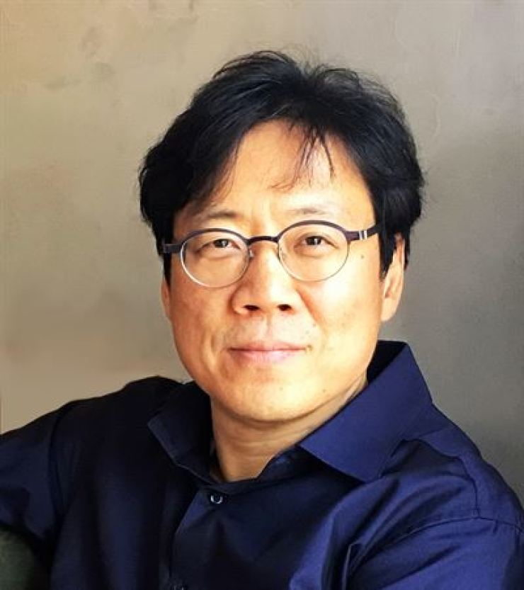 Sngmoo Lee, filmmaker and professor at the Korea National University of Arts, is one of the most active VR filmmakers in Korea.  Courtesy of Sngmoo Lee