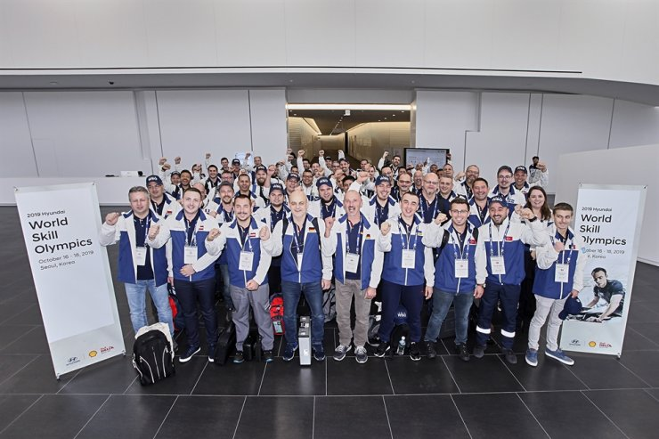 Participants in the 13th Hyundai World Skill Olympics are all smiles after the contest at the Hyundai Motor Global Learning Center in Cheonan, South Chungcheong Province, Thursday. The biennial contest was participated in by 66 mechanics from 51 countries. Dean Hodge from the U.K. won the event. Courtesy of Hyundai Motor