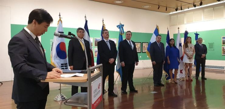 Korea Foundation (KF) Executive Vice-President Kim Seong-in delivers a welcoming speech as ambassadors and other embassy representatives from SICA countries listen during the opening ceremony of 'The Colors of Central American and the Caribbean' exhibition at the KF Gallery in Jung-gu, central Seoul, Oct. 2. / Korea Times photo by Yi Whan-woo