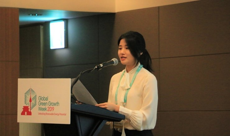 Go Hyo-jung from the University of Utah Asia Campus speaks during a group presentation by a panel of her peers at Global Green Growth Week 2019, held at the COEX InterContinental Hotel Seoul, Oct. 25. Courtesy of the University of Utah Asia Campus