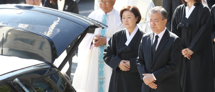 Figure 1President Moon Jae-in and first lady Kim Jung-sook grieve during a funeral mass for Moon's late mother Kang Han-ok at the Namcheon Cathedral of the Holy Cross in Busan, Thursday. Yonhap