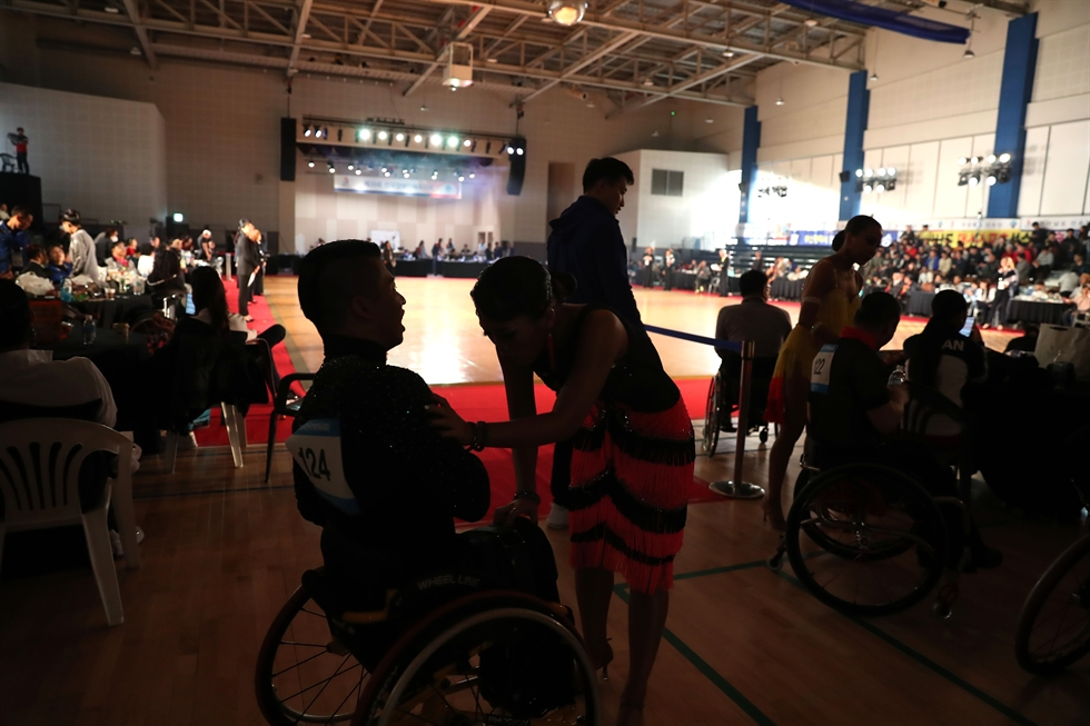 Competitors in sports dance at the 39th National Para Games make their entrance at the Seocho Sports Complex in Seoul's Seocho District, Friday. Korea Times photo by Choi Won-suk