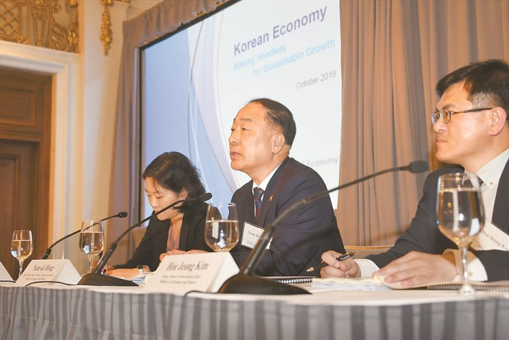 Deputy Prime Minster and Finance Minister Hong Nam-ki, center, speaks during the finance ministry's investor relations (IR) roadshow at the Saint Regis Hotel in New York, Thursday. / Courtesy of Ministry of Economy and Finance