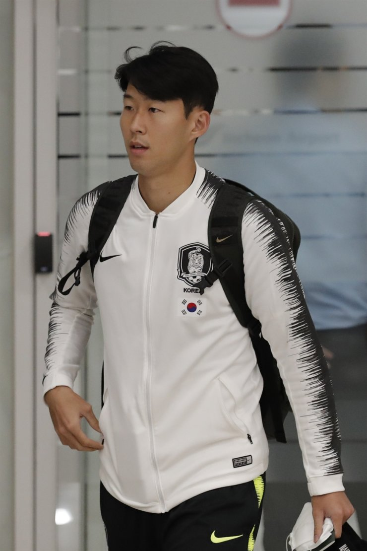 South Korean national football team player Son Heung-min arrives at Incheon International Airport in Incheon, Thursday. South Korea's men's national football team has described their World Cup qualifier against North Korea in Pyongyang as a 'rough' and strange match. AP-Yonhap
