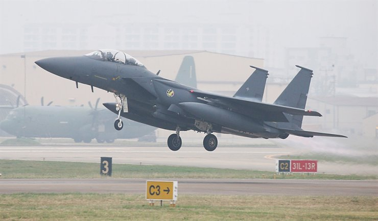 South Korean Air Force's F-15K takes off Daegu air force base, Oct. 1, 2019. Korea Times file
